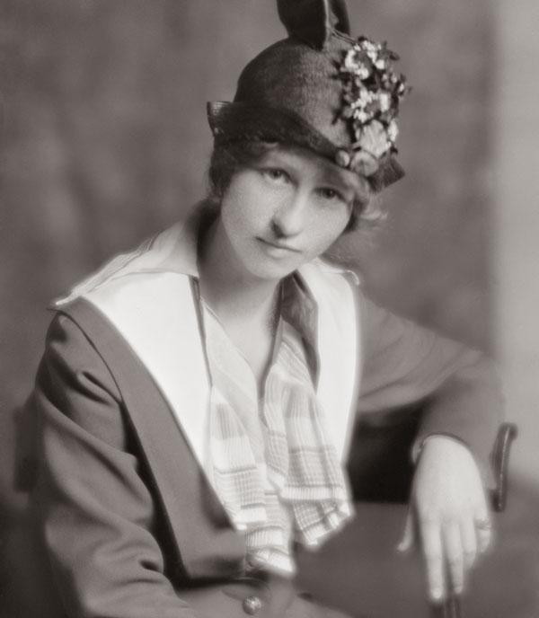 sepia photo of Edna Millay